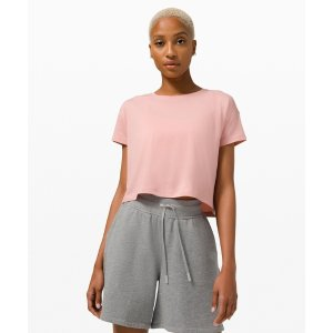 Lululemon粉色运动上衣
