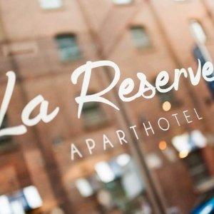 低至67折 £28起曼城市中心四星级下午茶套餐La Reserve Aparthotel 2/4人套餐 可配斯里兰卡Dilmah红茶和香槟