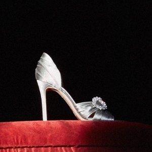 低至3折+额外8折 Yeezy $77Barneys Warehouse 大牌美衣、美鞋特卖