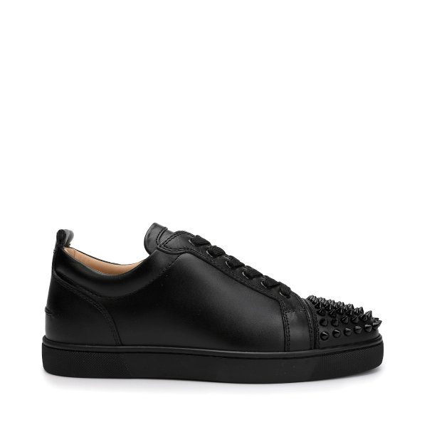 红底运动鞋