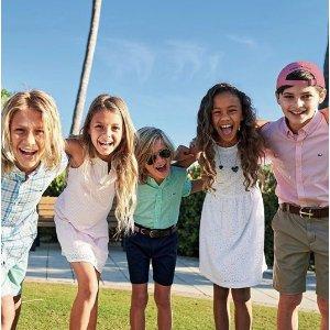低至5折 春夏新款都参加 T恤$14.99Vineyard Vines 上东区优雅休闲风儿童服饰优惠