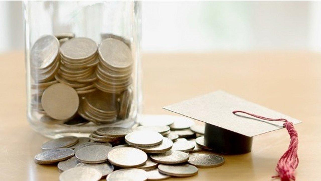 如何在法国申请学生贷款 | 申请资格、贷款利息、还款方式、银行比价等