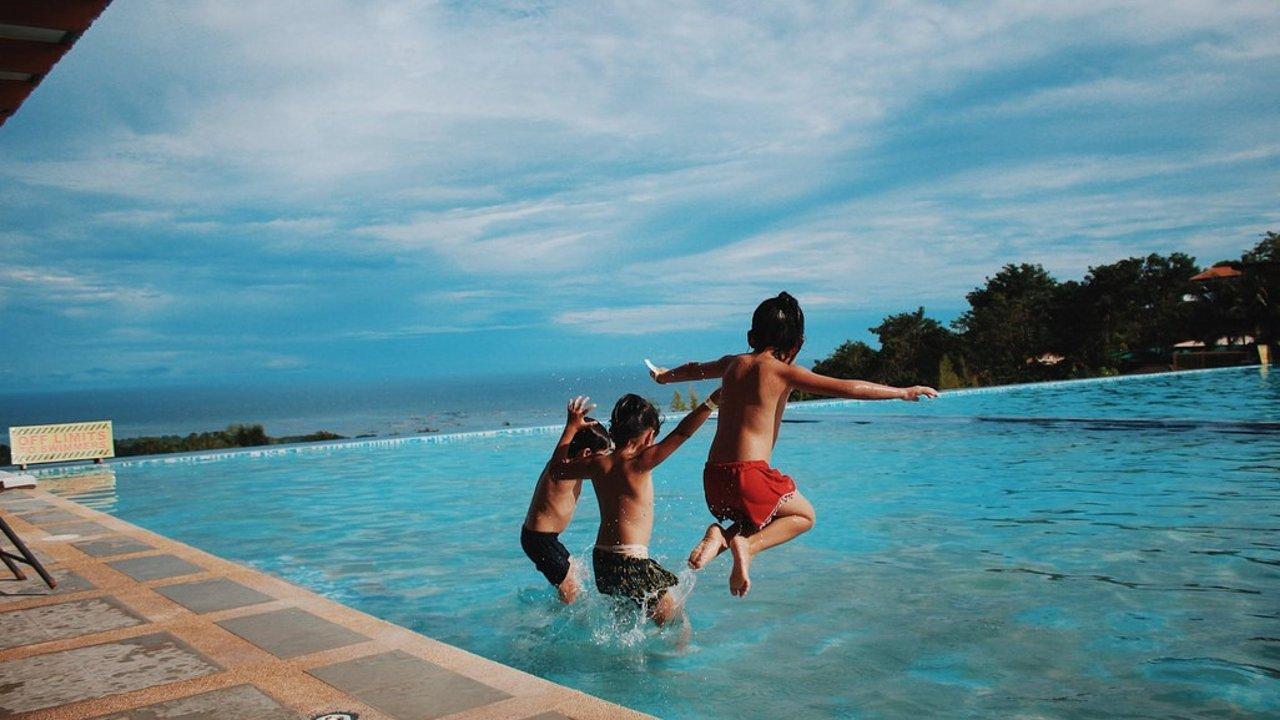 夏天来了,疫情期间前往游泳有用安全吗?CDC泳池安全注意事项详解!