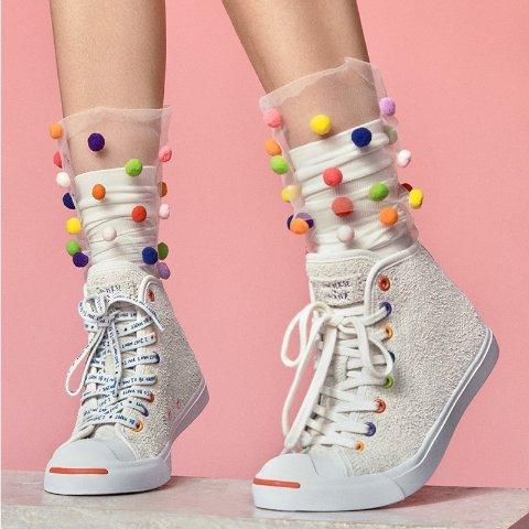 21号中国官网开售欧阳娜娜 x Converse 首款联名鞋即将发售 做个甜酷少女