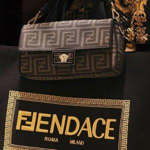 """""""FENDACE"""" 查看最新秀场图Fendi X Versace范思哲 破格联名 经典老花与华丽宫廷风的碰撞"""