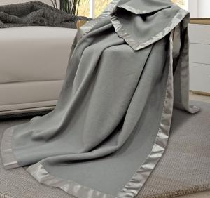 $21.99(原价$89.99)Utopia Bedding Sateen Polar 超柔软绒毯 Queen尺寸