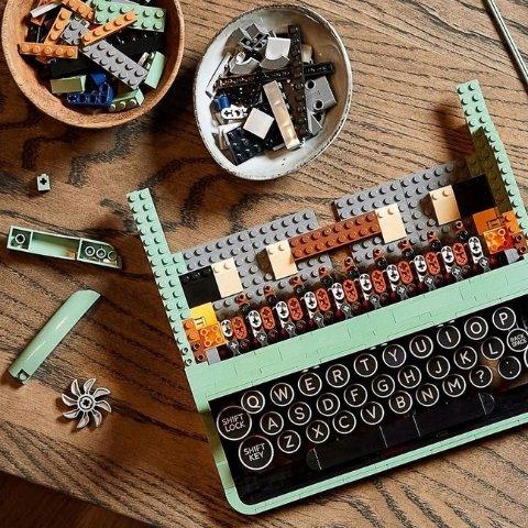 满$100送限量乐高折叠书Lego 爆款Top10少量补货!复古打字机、老友记、无限手套$89起