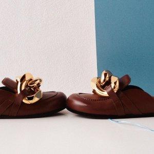 新品变相5.6折起 粗金链穆勒鞋省$500+折扣升级:JW Anderson 新品促 收明星博主都在穿的粗金链穆勒鞋、船锚包
