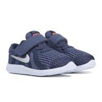 Revolution 4 运动鞋