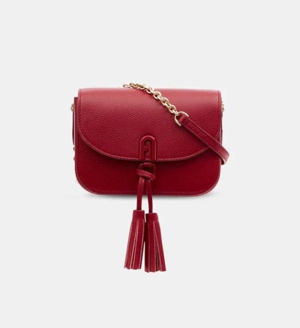 大红色斜挎包