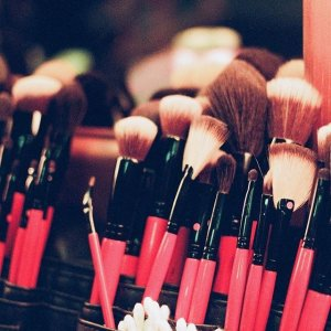 购4件化妆刷享7折+满额送2件套Smashbox 化妆刷专场 收点画粉底刷 打造清透茶艺妆