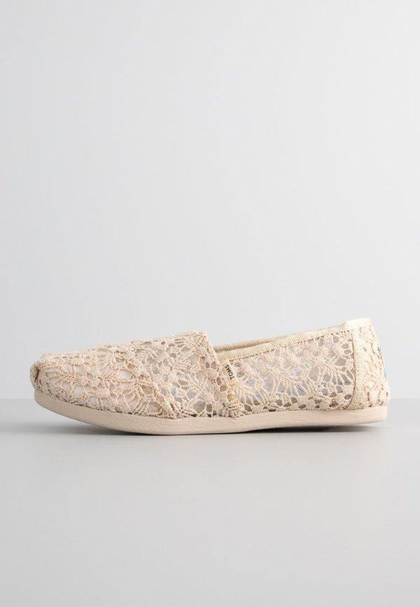 米色蕾丝休闲鞋