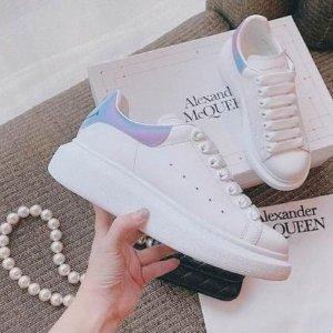 直接7折!€297.5收小白鞋Alexander McQueen 小白鞋大促来袭 收经典黑尾、新款拼色