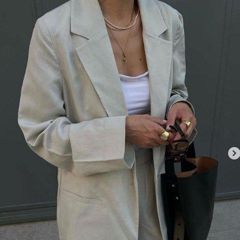 3折起+全部9折 €62收羊毛开衫上新:COS 秋季新款推荐 降温季节必备衬衫、风衣等