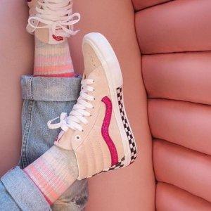 低至5折 £27收经典款VansVans 官网美鞋潮衣夏日热促 青春在你脚下