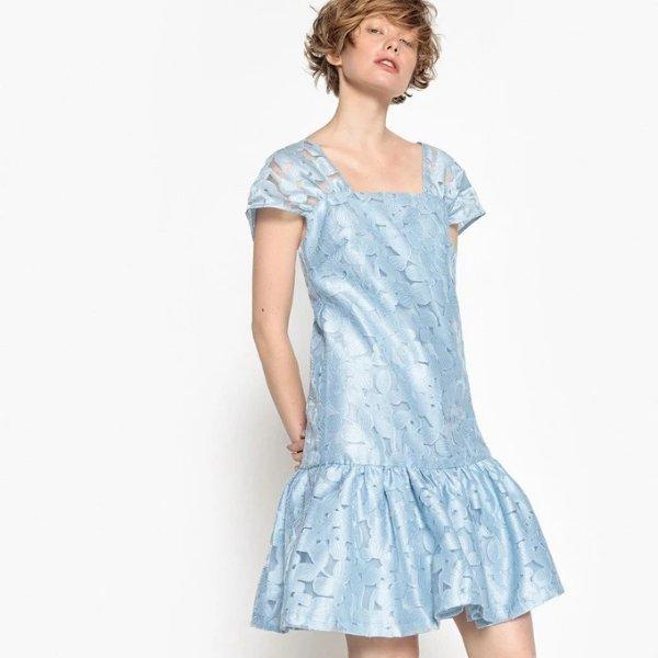 蓝色花朵连衣裙