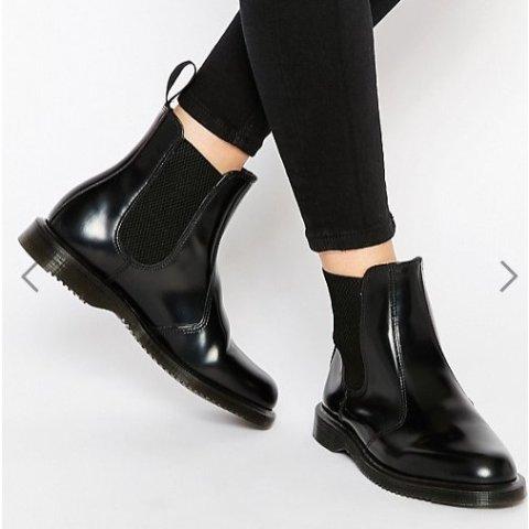 现价$104.96(原价$142) 6码Dr. Martens 黑色经典切尔西女靴热卖 显腿长