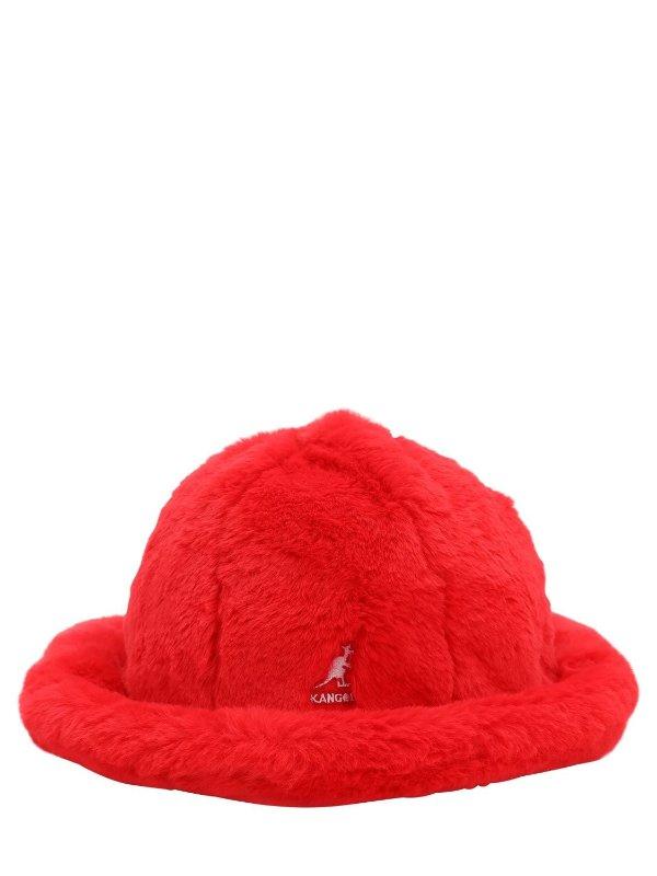 红色毛绒渔夫帽