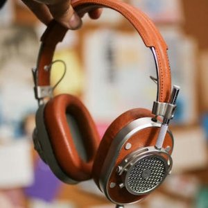 $249.98Master & Dynamic - MH40 Over-the-Ear Headphones - Silver Metal/Brown Leather