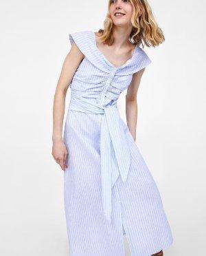 蓝白纹连衣裙