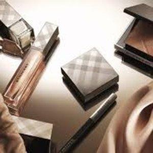 气垫唇釉补货+满减£20+变相8折Burberry 彩妆新年热卖   收丝绒唇釉、气垫唇釉、蕾丝高光