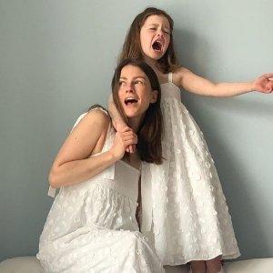 2.7折起 £12收V领上衣& Other Stories 奶油白色系美衣 谁穿谁温柔 蕾丝款惊艳一夏
