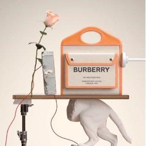 变相7折起 TB印花斜挎包$955Burberry 定价优势再降 格纹腋下包$660 (官网$830)