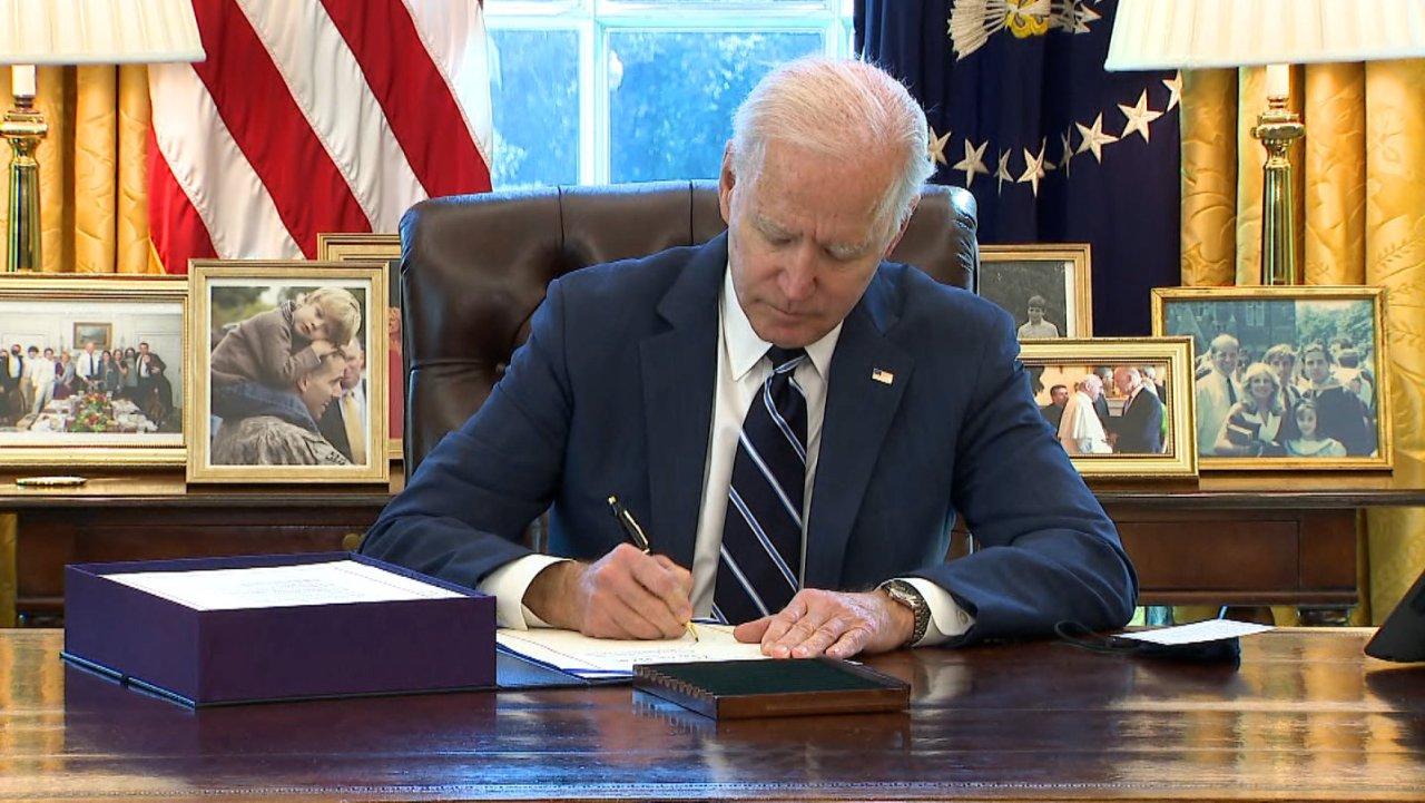 总统拜登签署最新1.9万亿纾困金方案!本周末起陆续收到$1400。最新民主党1.9万亿第三轮经济刺激计划公布