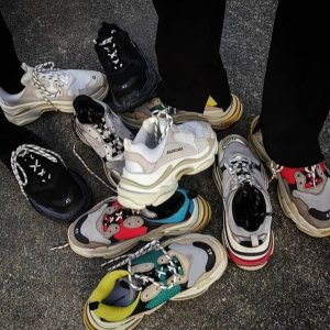 机车包€927  包税免邮中国Balenciaga 服鞋低至5折热卖,Triple S老爹鞋€532
