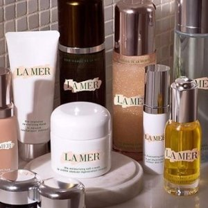 Select 5 free deluxe samplesfor radiance and hydration with any $150  @ La Mer