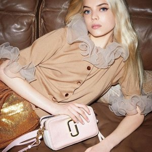 低至6折 $210抢19新款樱花粉相机包Marc Jacobs官网 美包、女装、鞋子大促提前享