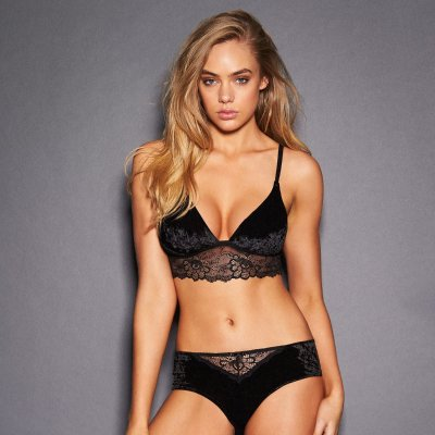 fredericks-of-hollywood-bikini-girl-gagging-black