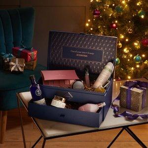 首降8折¥760免邮(价值超¥3400)黑五价:Lookfantastic 圣诞宝盒,内含Eve Lom面霜,Burberry唇釉等10件正装产品