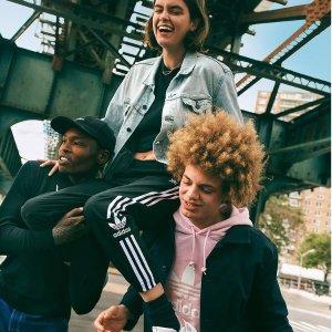 低至5折 £34收新logo 运动裤adidas originals专区新年大促 卫衣、束腿裤、夹克热卖