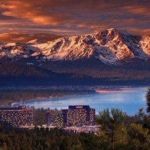 低至$49/晚 酒店内即享湖景加州太浩湖 4星级综合娱乐度假酒店