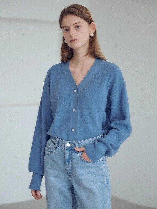 蓝色针织衫