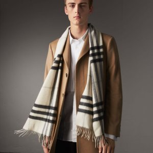 $299(Org.$435)Burberry Classic Cashmere Scarf in Check @ JomaShop