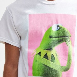 7.5折 泫雅同款$29.25闪购:Urban Outfitters 男女印花T恤、卫衣等促销