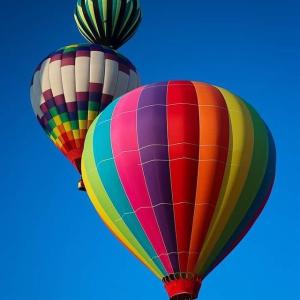 免费观看热气球点燃到升空浪漫回归 加拿大热气球音乐节重启 换个角度看世界