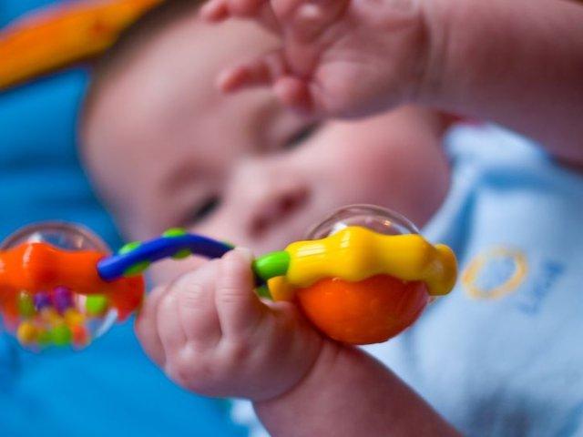 新妈妈必读 | 如何为宝宝挑选合适的摇铃