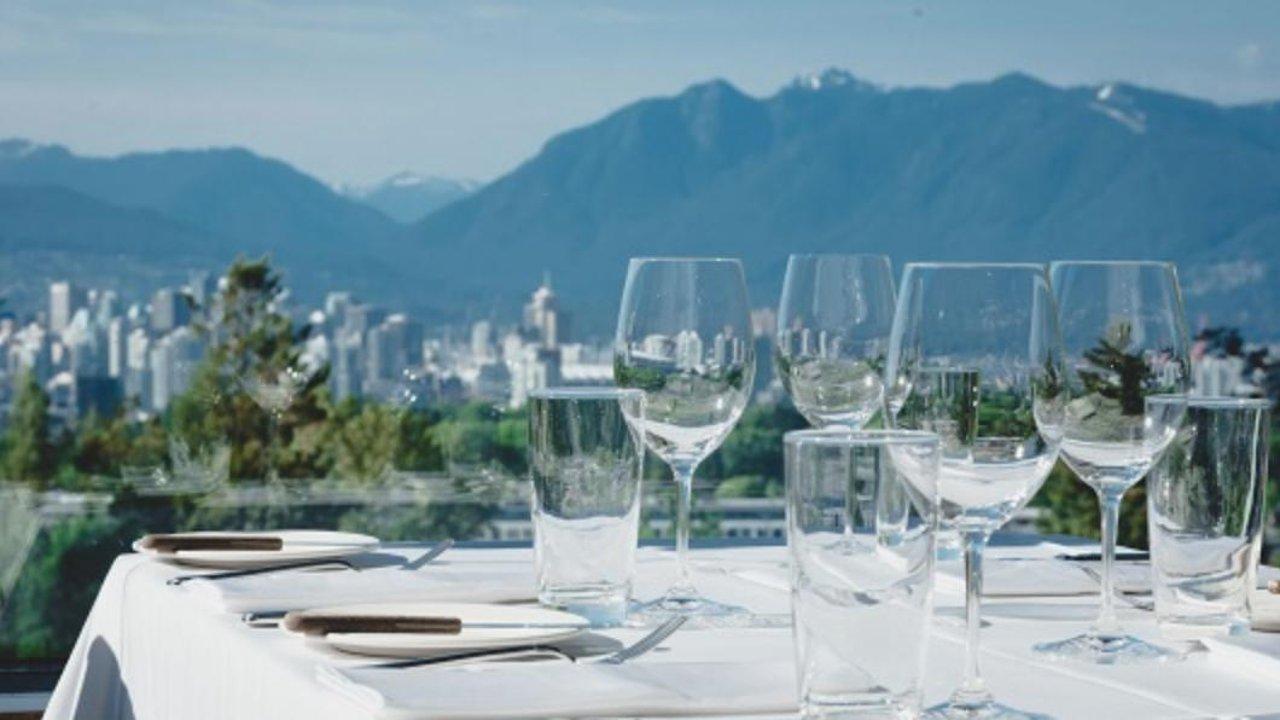 打卡温哥华最美露台餐厅,拍照吃饭看风景一次全get!