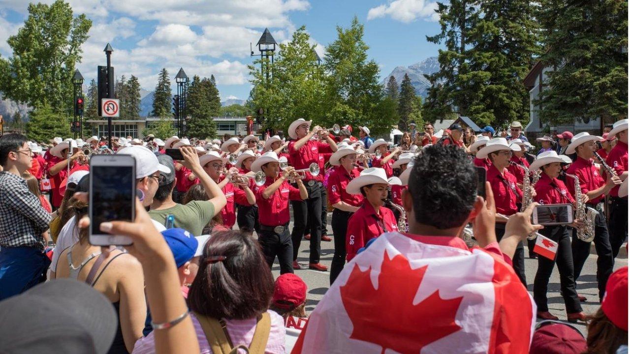 加拿大本科毕业生怎么申请EE移民?看完这篇攻略你全都懂!