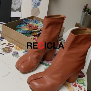 新品7折 €203收新款T恤Maison Margiela 私密潮流专场 分趾靴、德训鞋、卫衣全参与!