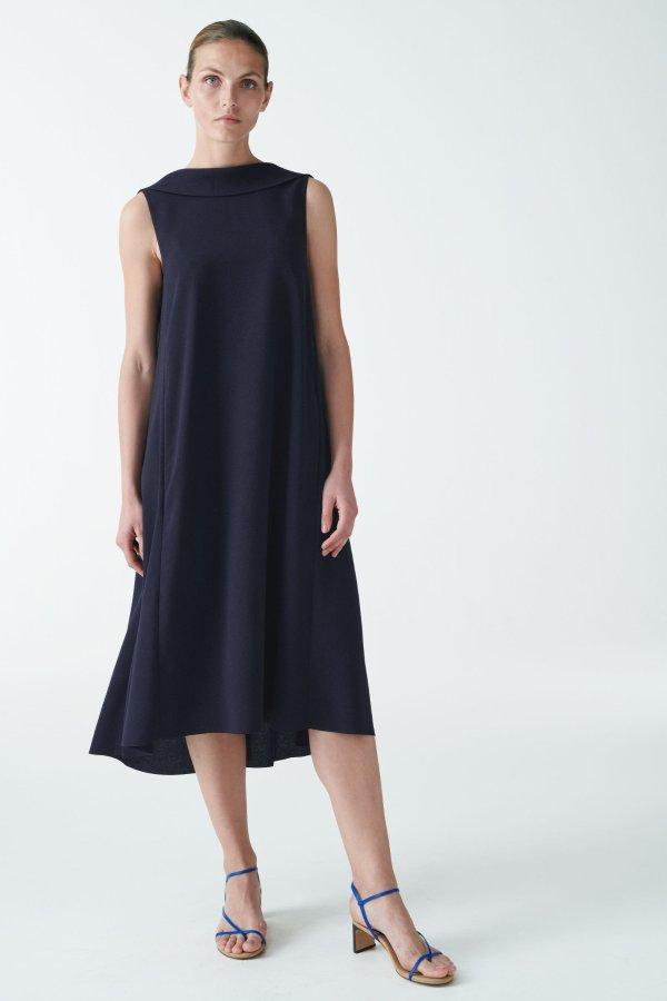 黑色高领连衣裙