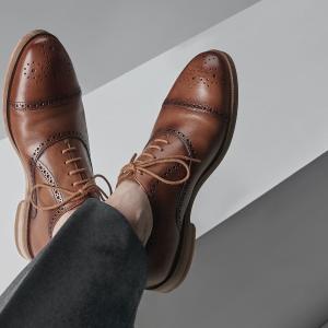 低至€36Clarks 男士皮鞋 款式经典 全皮质地 部分款式参加闪购