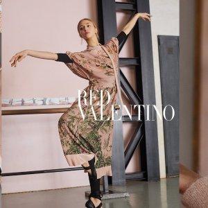 限时8折 铆钉链条包€381收闪购:Red Valentino限时热卖 新款芭蕾袜靴也参加