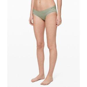 Lululemon豆沙绿条纹内裤