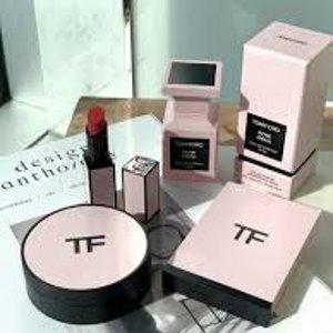 8折起!粉色限量货全!Tom Ford 全线美妆闪促,明星四色眼影、黑管口红、苦桃香水