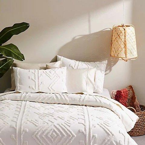 低至3折+减$10 条纹被$34.99Bay 许你一室温馨 流苏毯$18、 鸭绒被$110、羊毛被$150