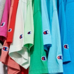 低至3折+折上8折! €8收logoT恤Champion 折扣区不要太划算 T恤、卫衣、Top配色超多 款款经典